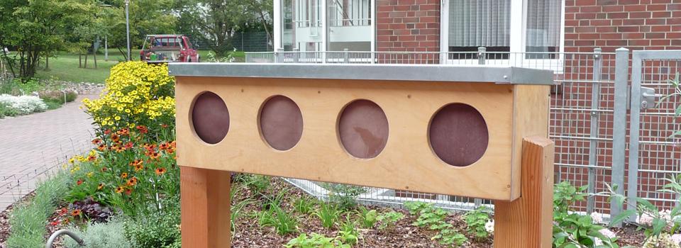 Tastkasten im Therapiegarten des MCH Hamburg