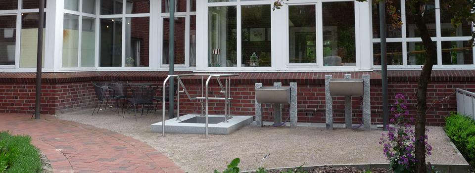 Kleine Kneippanlage im Therapiegarten des MCH, Hamburg