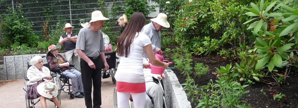 Gartentherapeutische Gruppe im Therapiegarten im MCH, Hamburg