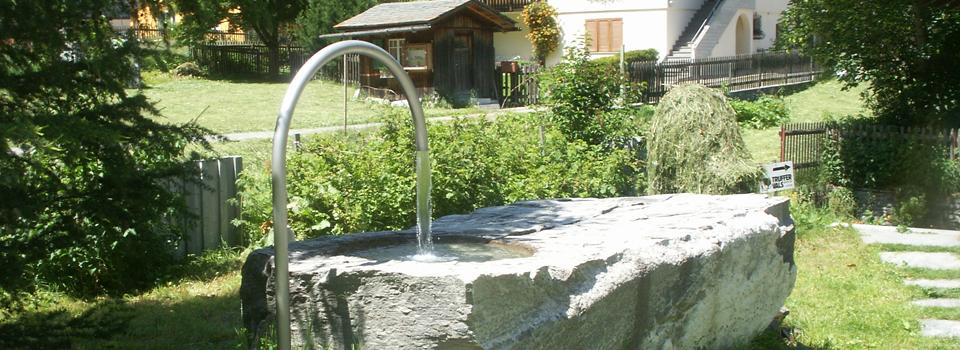 Wasserbecken aus Naturstein in Vals, Schweiz
