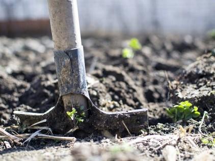 Boden umgraben