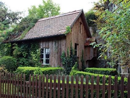 Vorgarten gestalten Holzhaus mit Holzzaun
