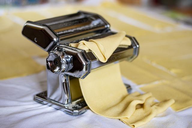 Ravioli mit Sauerkrautfüllung aus der Pastamaschine